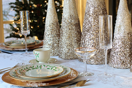 Beautiful silver colored table decorations and table settings