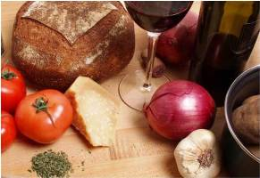 red wine with bread and tomatoes
